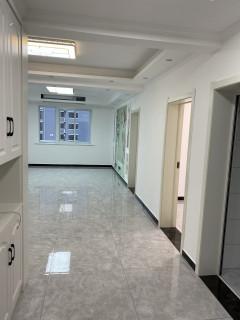 4室2厅2卫140m²精装修