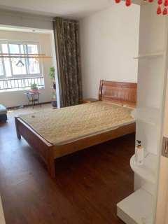 电梯4楼悦龙湾3室2厅1卫1500元/月130m²出租