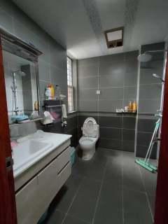 (城东区)汇龙国际花园3室2厅2卫138m²